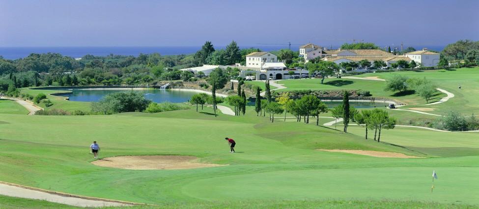 Santa Maria Golf – Lake and Clubhouse